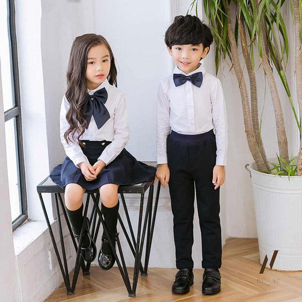 Áo sơ mi tay dài kết hợp quần dài cho bé trai mang lại vẻ đẹp phong cách