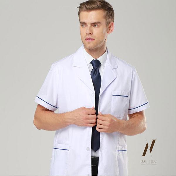 Kiểu dáng và màu sắc của những bộ quần áo y tá phải trang nhã, hài hòa với môi trường làm việc