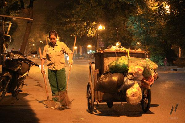 Tính phản quang giúp bảo đảm an toàn cho các công nhân vệ sinh làm việc vào ban đêm